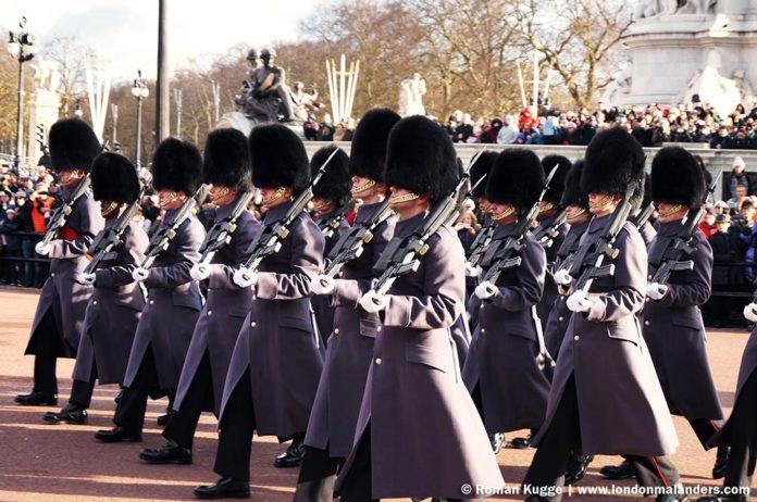 Wachablösung London Buckingham Palace Truppen
