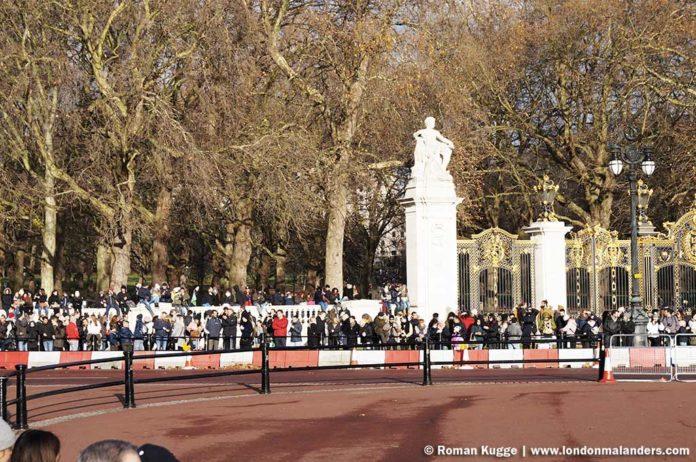 Wachablösung London Buckingham Palace besten Plätze Mauer