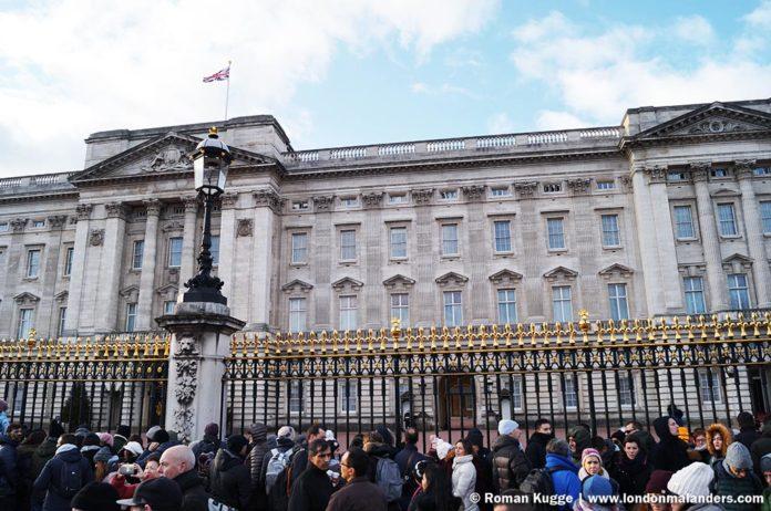 Wachablösung London Buckingham Palace besten Plätze am Gitter