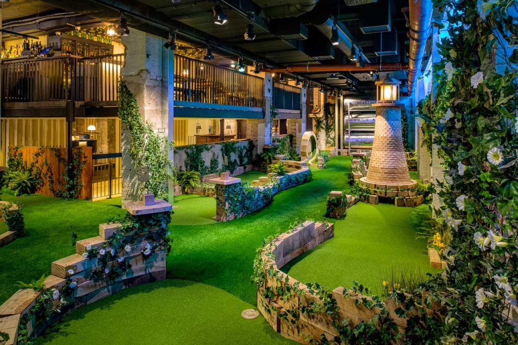 Swingers City Minigolf Bar London