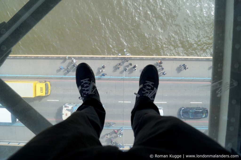 Tower Bridge Blick durch Glasboden Skywalk