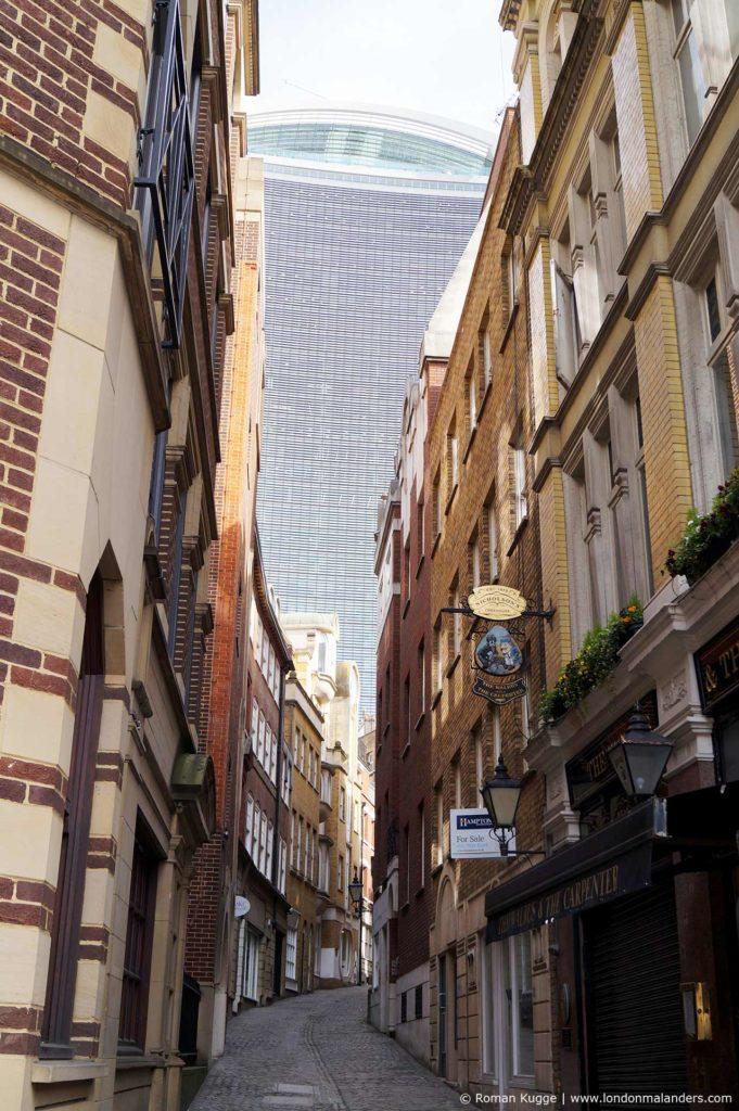 Umgebung von The Monument und Wolkenkratzer Walkie Talkie London